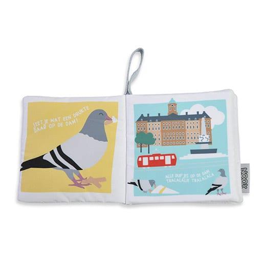 Binnenkant zacht babyboekje Amsterdam met duif en Paleis op de Dam | NOOX City Kids