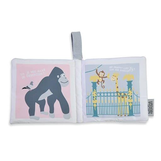 Binnenkant zacht babyboekje Amsterdam met gorilla en Artis | NOOX City Kids
