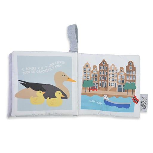 Binnenkant zacht babyboekje Amsterdam met eendjes en grachtenpandjes | NOOX City Kids