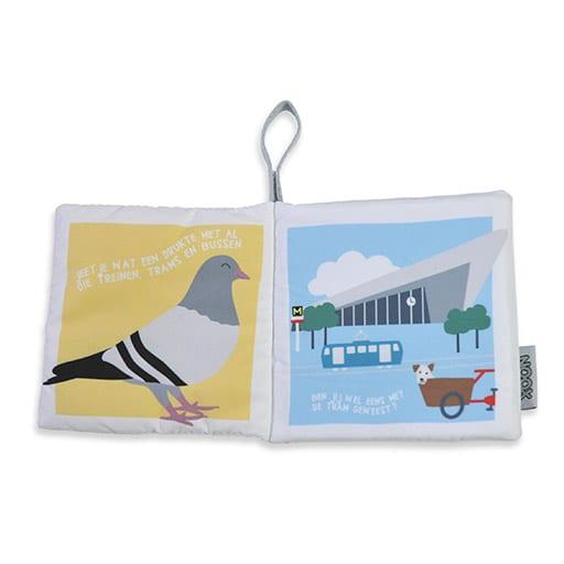 Binnenkant zacht babyboekje Rotterdam met duif en station   NOOX City Kids