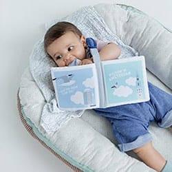 Baby met zacht babyboekje Amsterdam | NOOX City Kids