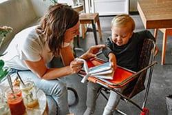 Kleine Rotterdammer met Zacht Babyboekje Rotterdam | NOOX City Kids