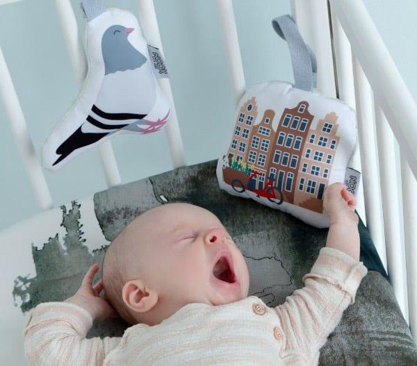 Baby Sarah met Soft Toy Duif en Soft Toy Grachtenpandjes | NOOX City Kids