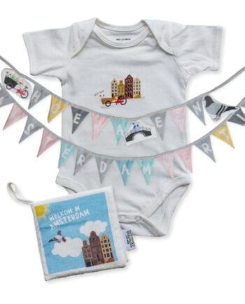 Cadeaupakket Amsterdam met zacht babyboekje, geboorteslinger en soft toy met gratis verzendkosten en korting | NOOX City Kids