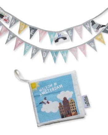 Cadeaupakket Amsterdam met zacht babyboekje en geboorteslinger met gratis verzendkosten en korting | NOOX City Kids
