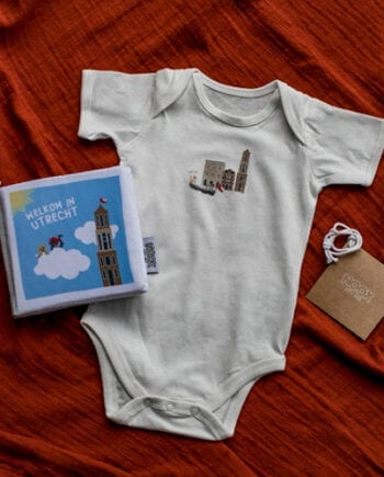 Zacht babyboekje en romper Utrecht | NOOX City Kids
