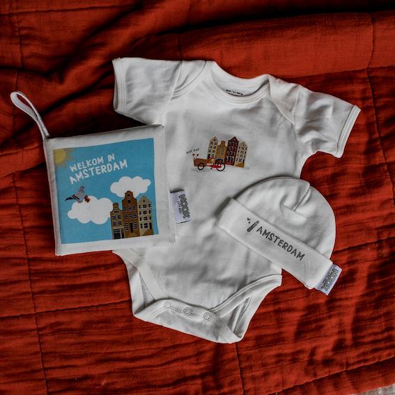 Cadeaupakket Amsterdam met zacht babyboekje, rompertje en babymutsje | NOOX City Kids