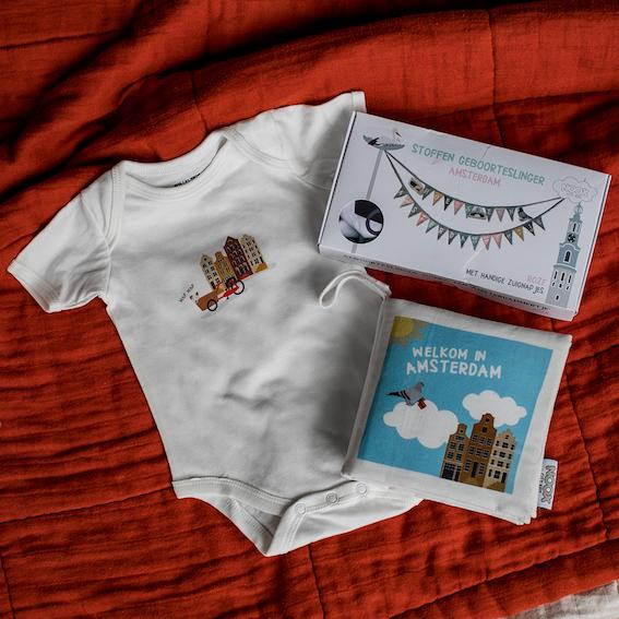 Cadeaupakket Amsterdam met zacht babyboekje, rompertje en geboorteslinger | NOOX City Kids
