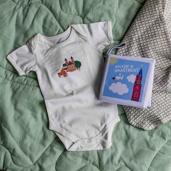 Cadeaupakket Maastricht met zacht babyboekje en rompertje | NOOX City Kids