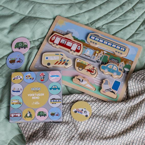 Cadeaupakket Welkom in de Stad met houten chunky blocks puzzel en memo spel | NOOX City Kids